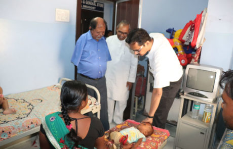 Dr. Viraj Shingade from Nagai Narayanji Memorial Foundation (NNMF) explaining the case history of the child with deformity to Samir Ghosh, Nagpur, Apr 2019